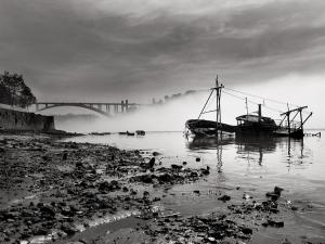 /Barco afundado no rio Douro