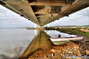 /Perspectiva debaixo da ponte