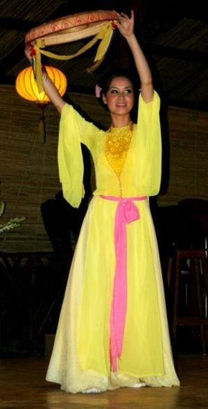 Gentes e Locais/Dançarina vietnamita