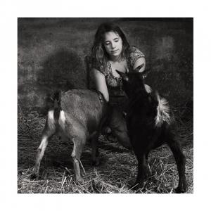 Retratos/la fille et les chèvres
