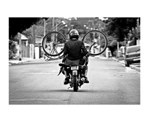 /Sai da frente... Estou motorizado...