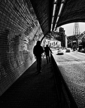 Gentes e Locais/shadows in the tunnel