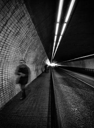 Gentes e Locais/who is in the tunnel