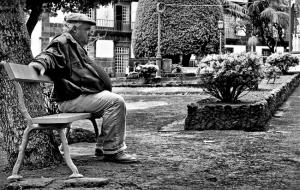 Gentes e Locais/IDOSOS - NUM BANCO DE UM JARDIM