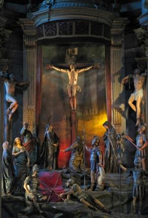Gentes e Locais/Toda a Páscoa num só altar!