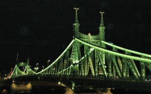Outros/ponte em budapeste