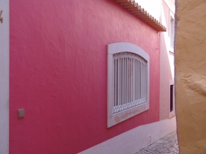 /Beco rosa com janela branca - Cascais
