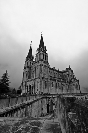 Gentes e Locais/La basílica de Covadonga