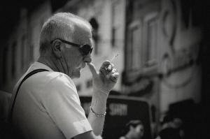 /(o homem do cigarro)