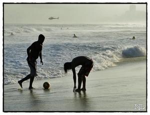 Gentes e Locais/Futebol na praia-02