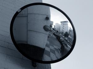 Abstrato/o enigma e o espelho