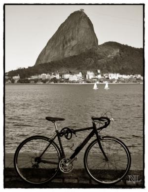 Paisagem Urbana/A bike e o Pão.