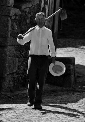 Gentes e Locais/O homem da enxada