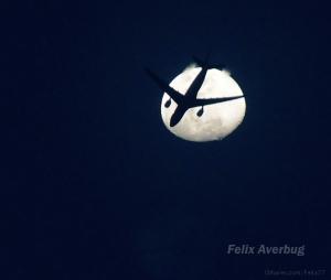 Outros/Avião sob a Lua