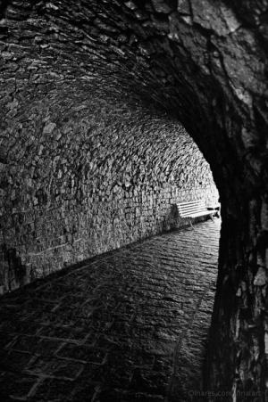 /no fim do túnel....um banco.