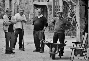 Gentes e Locais/Quatro homens, uma carreta e uma cadeira