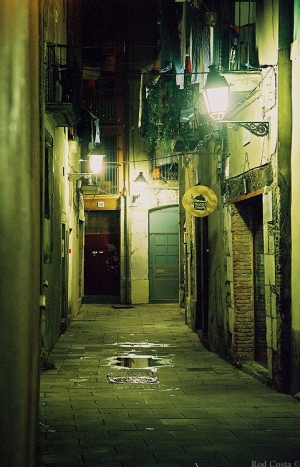 /À noite as casas calam-se