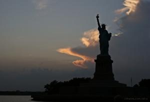 /a Liberdade ao poente do sol.