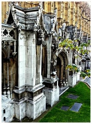 Outros/Pátio externo do Parlamento Inglês