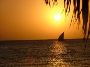 /ainda outro pôr do sol com barco