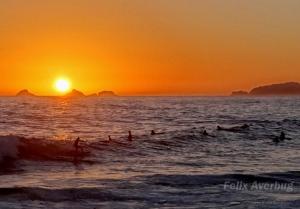 Paisagem Natural/Surfando ao Pôr do Sol no Arpoador