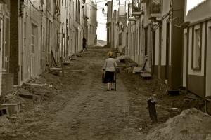Gentes e Locais/CaMiNhAnDo cOm PrEcAuÇÃo  Na RuA da DeSoLaÇãO