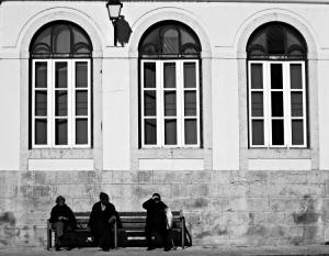 /Três Janelas e Um Banco