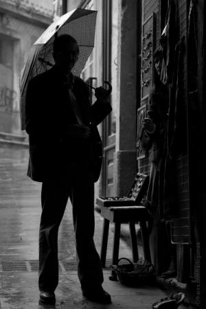 Gentes e Locais/umbrella men