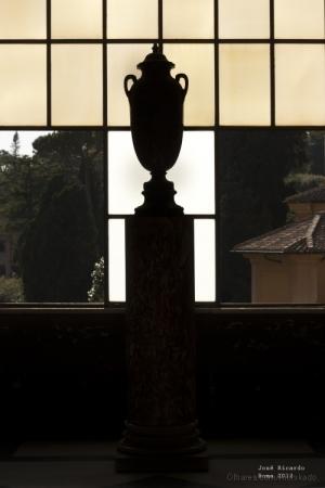 Gentes e Locais/Vaso no Vaticano