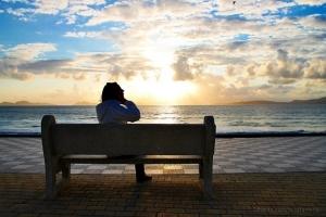 Retratos/a beira mar sentada