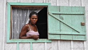 Gentes e Locais/(MÃE DA) MENINA ESTÁS Á JANELA