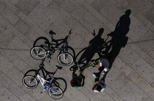 /...ciclistas apeados...