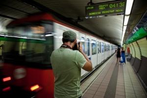 Outros/Metro (autoretrat fals)