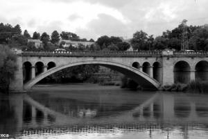 /uma ponte e reflexo
