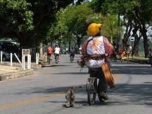 Gentes e Locais/O Homem e seu cachorro
