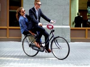 Outros/Casal de bicicleta na Haia