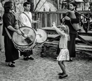 Gentes e Locais/Dança menina, dança...