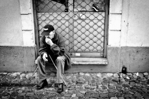 Gentes e Locais/um cigarro e um pensamento