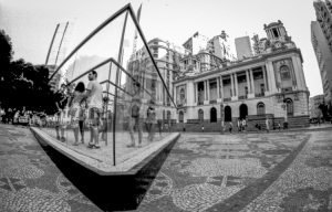 Gentes e Locais/O Labirinto de Vidro