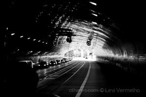 Paisagem Urbana/Memórias de Varsóvia - um túnel…