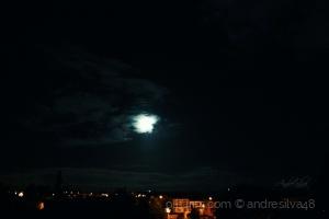 Paisagem Natural/Lua e as nuvens