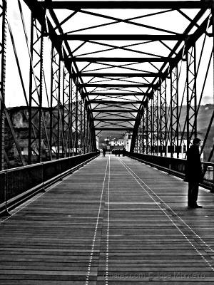 Gentes e Locais/a ponte é uma passagem