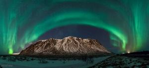 /luzes do norte sobre a via láctea // Islândia