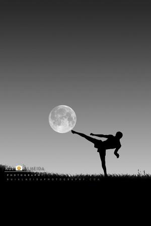 Outros/Pontapeando a lua