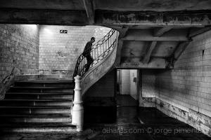 Paisagem Urbana/Escondido na luz pálida do fim do tempo