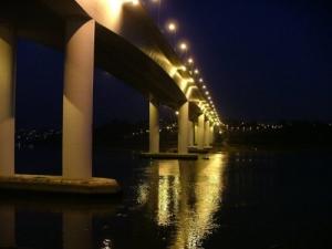/À luz da ponte