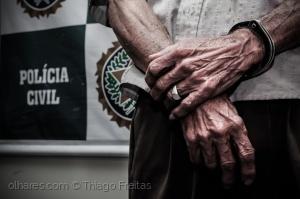 Fotojornalismo/Nas mãos, as marcas da idade e do crime