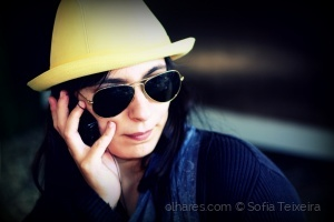 Gentes e Locais/Yellow hat on the phone