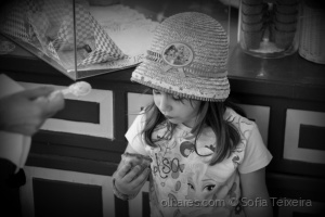 Gentes e Locais/The girl and the sweet