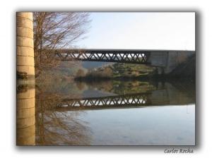 Paisagem Natural/Pilares sobre um rio...